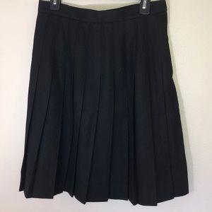 Talbots 💯 wool size 12 black pleated skirt